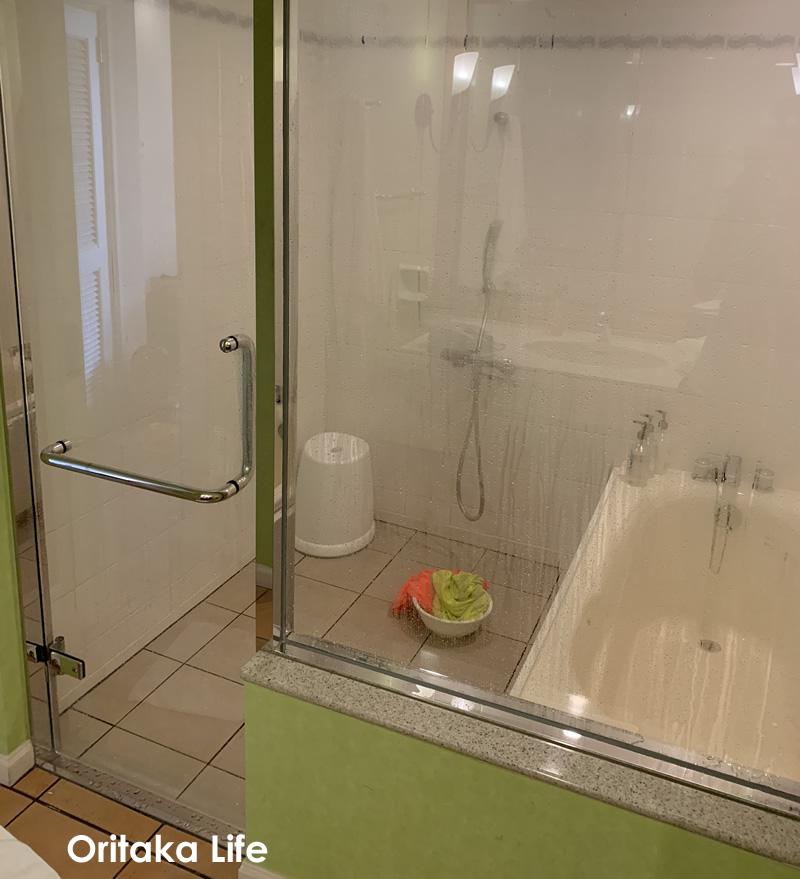 沖縄 家族 旅行 ブログ ホテル日航アリビラのお風呂はこんな感じ